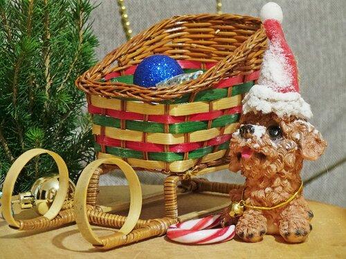 Новогодний Пёс Мороз всем подарочки привёз