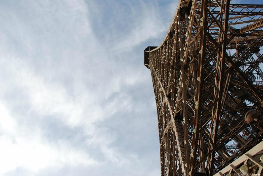 14. Пора наверх! Самое интересное открывается с верхней площадки, с высоты 276,13 метра. Стоит отмет
