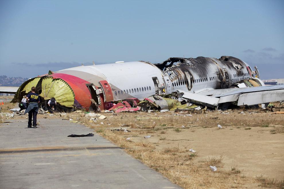 Из находившихся на его борту 307 человек (291 пассажир и 16 членов экипажа) погибли 3 школьницы (две