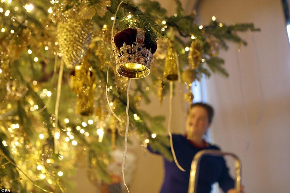 Мать Георга IV, королева Шарлотта, украшала дом тисом — раньше традиционным для Рождества было это д