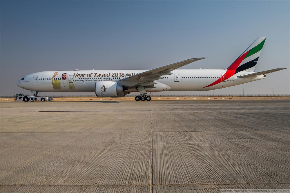 Напомню сначала, как выглядит новенький B-777-300ER («три топора»).