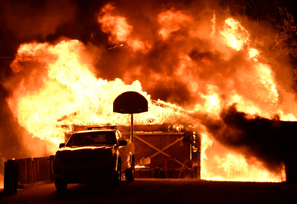 14. Лесные пожары в Санта-Паула, Калифорния, 4 декабря 2017. (Фото David McNew | Reuters):