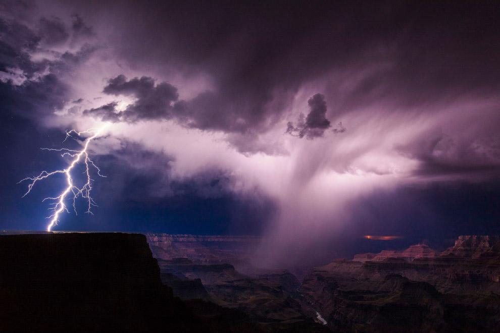 4. Буря в Большом Каньоне. (Фото Mike Olbinski):