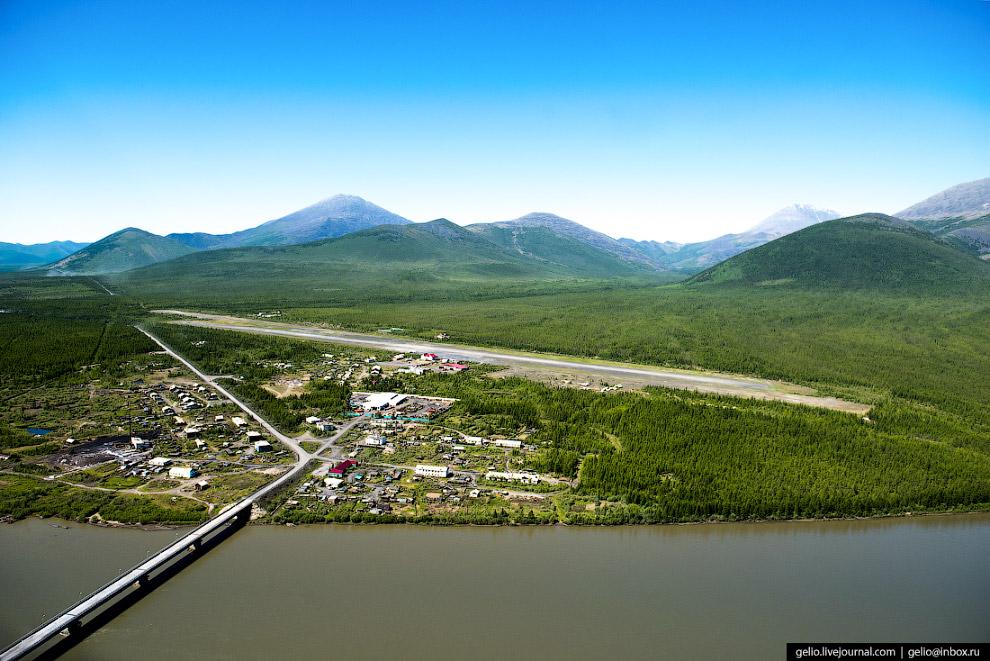 10. Первую грунтовую ВПП в аэропорту «Усть-Нера» построили лишь в 1951 году. Длина полосы сегодня —