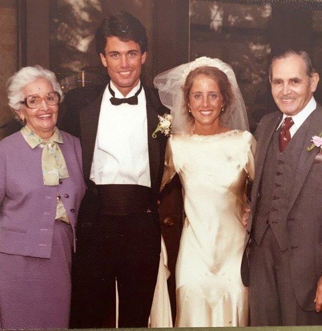 Марта с бабушкой Марией и Мануэлем.