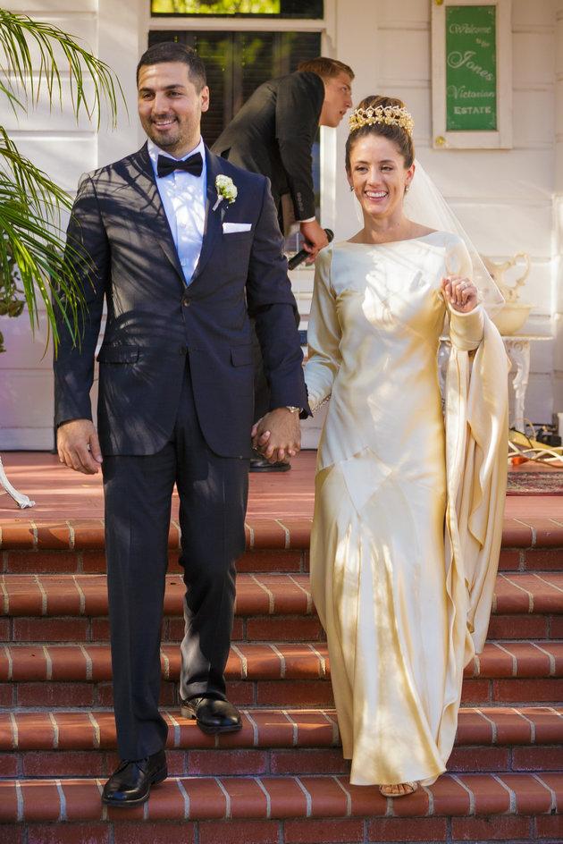 85 лет и все еще впору: 4 поколения женщин семьи выходят замуж в одном платье
