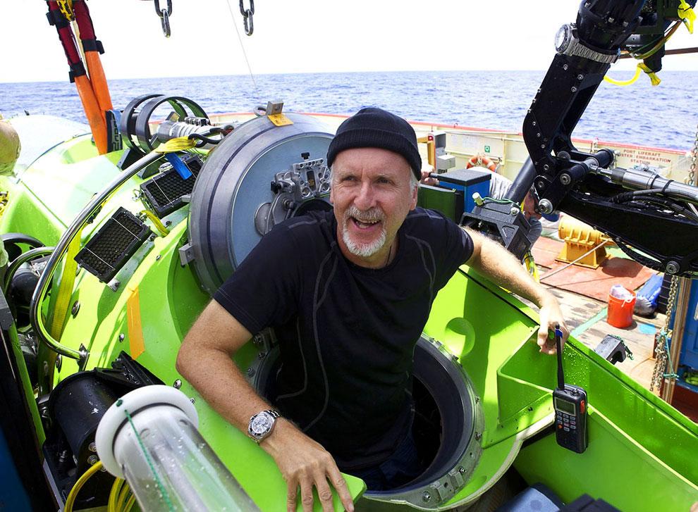 Видео с возвращением Камерона и несколькими кадрами со дна океана:  Понравилась статья? Расскажи
