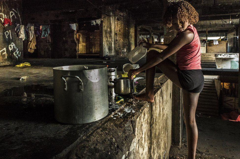 8. 30% населения Рио проживают в районах, где нет никаких санитарных условий. (Фото Tariq Zaidi):