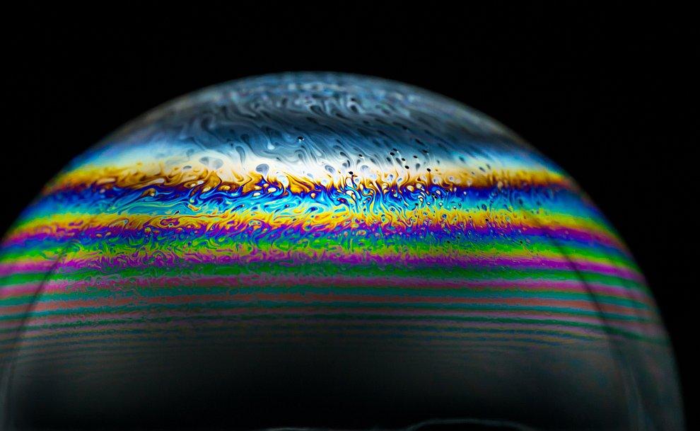 Избыточное количество жидкости, может вызвать образование капли в нижней части пузыря, и его «срыв»