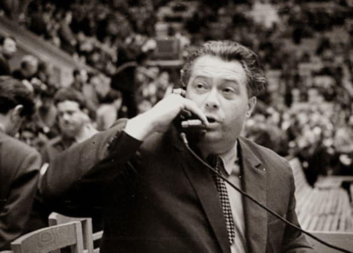 Многие современники и коллеги Озерова утверждали, что он не был большим знатоком футбола и хоккея, н