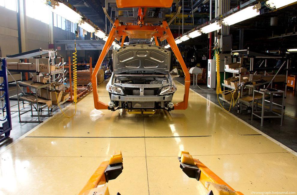 Параллельно проходит конвейер, где собирают «Самару»- 14 и 15-е модели: