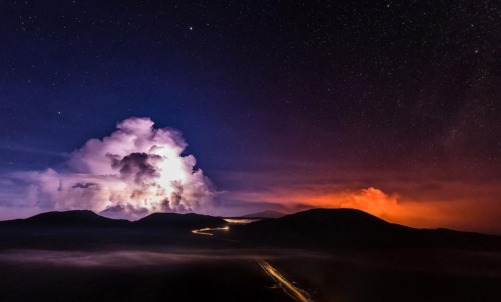 6. Извержение вулкана Питон-де-ла-Фурнез, 14 июля 2017. (Фото Richard Bouhet):