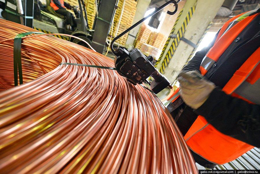 За год Кыштымский медеэлектролитным заводом производится около 100 тонн медной проволоки, более 100