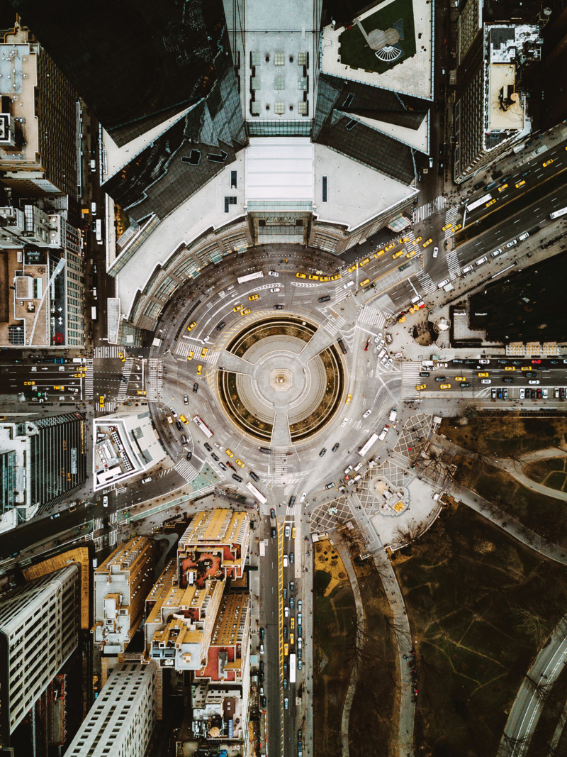 Теперь же Humza Deas экспериментирует с фотографией с помощью дрона, позволив нам увидеть Нью-Йорк п