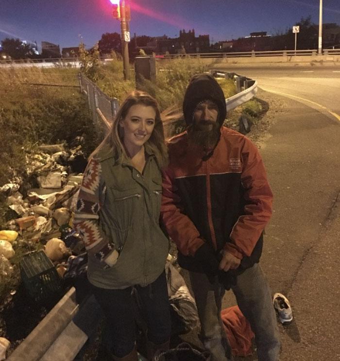 Направляясь в Филадельфию, 27-летняя Кейт МакКлюр поняла, что у нее кончилось топливо. Пытаясь отбук
