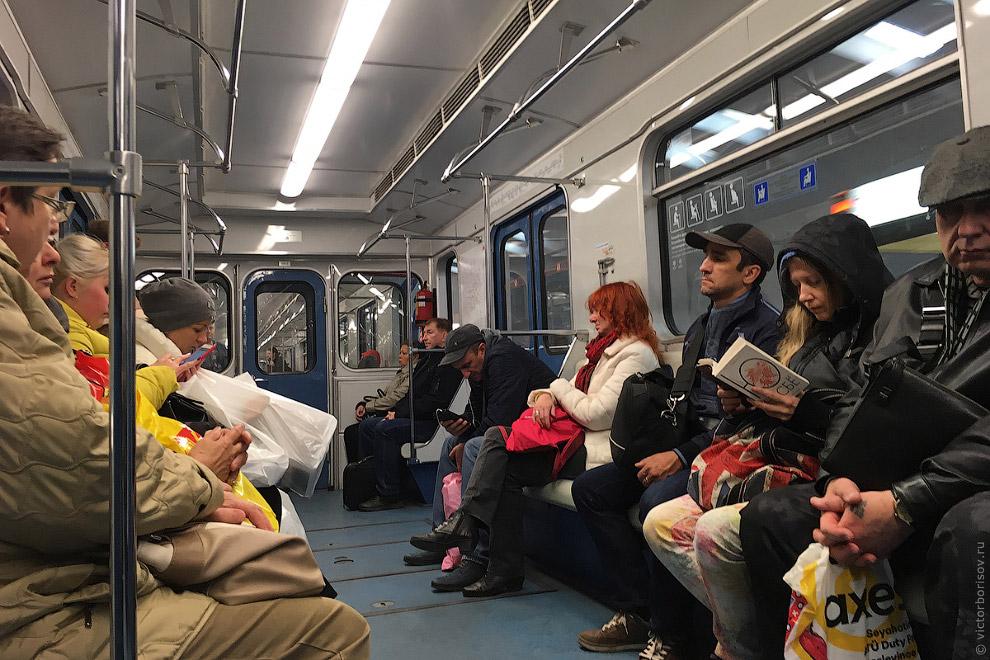 Следующая линия на маршруте — Люблинско-Дмитровская. Снова «Яуза» без кондиционера. Я сел на конечно