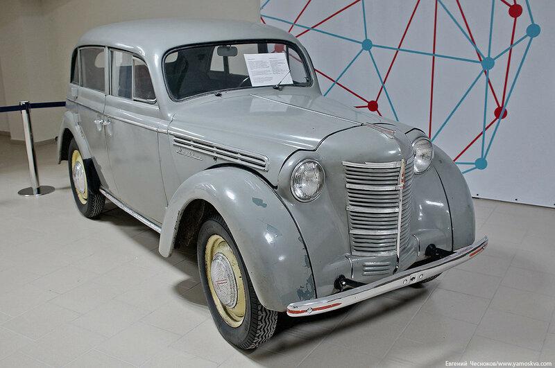 04. avto Moskvich 400.jpg