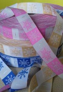 снежинки - размеры 18*36 (+по 5 мм облегченные края) на розовом фоне серебряная снежинка, на синем белая, цена 10р