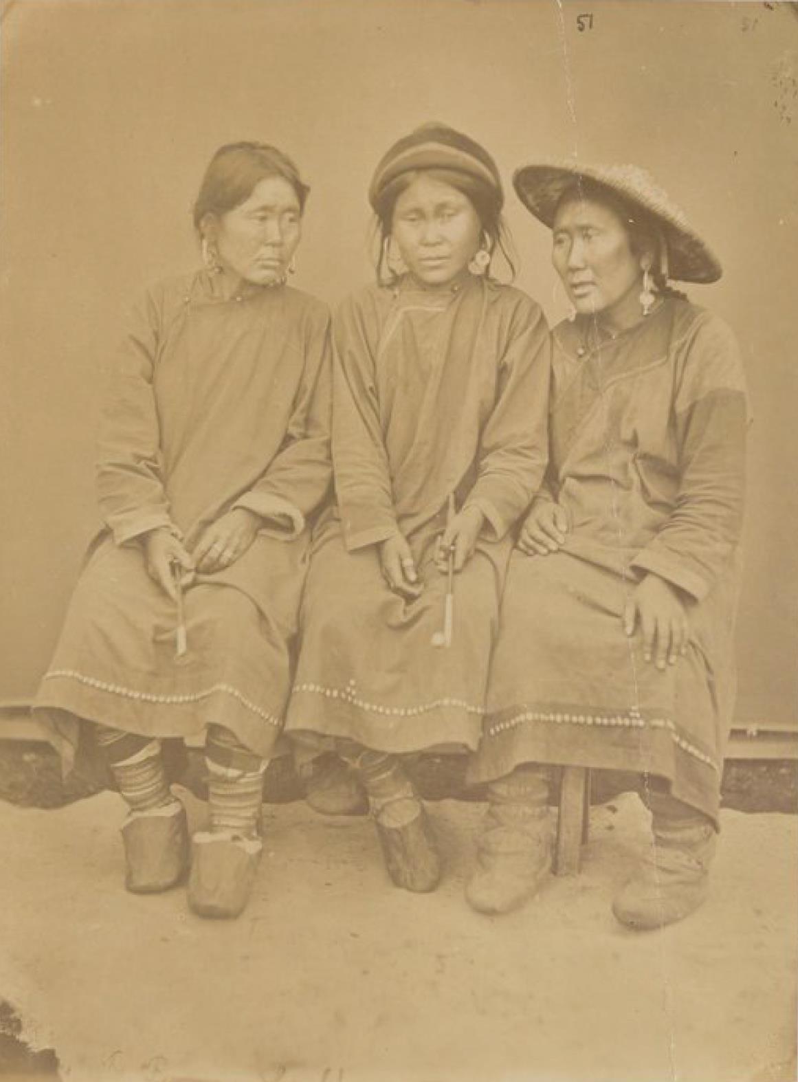 Гулякские женщины около Николаевска