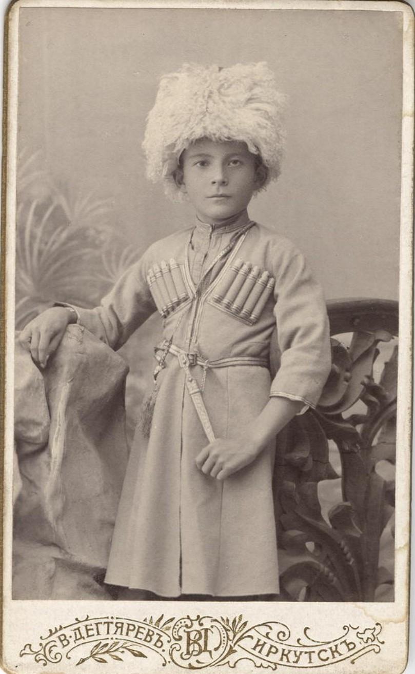 Портрет мальчика Леонида в кавказском национальном костюме