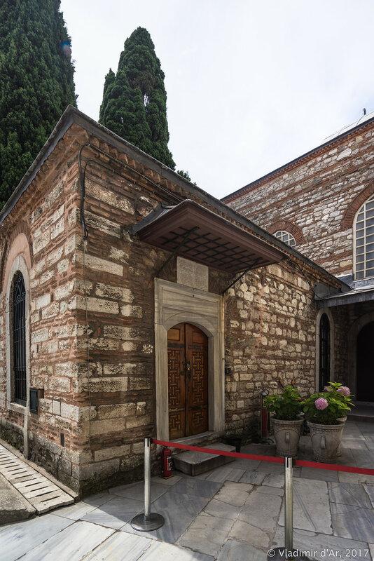 Дворец Топкапы в Стамбуле. Дворцовая библиотека Топкапы (Topkapı Kütüphanesi).
