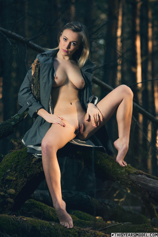 Aislin в украинском лесу
