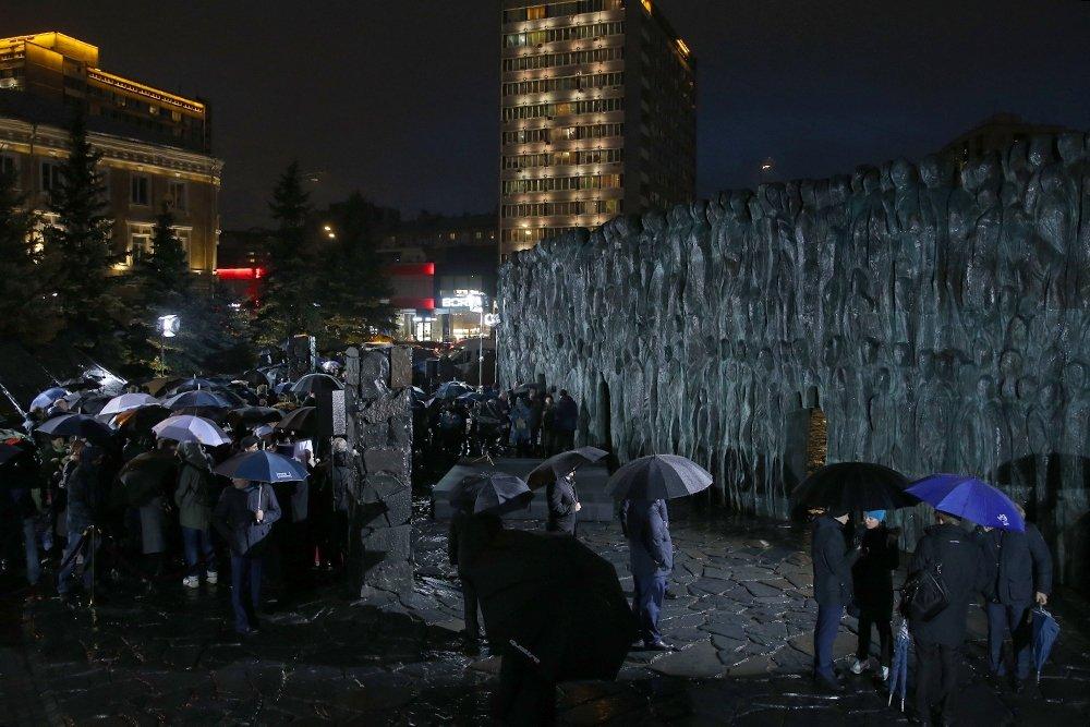 20171030_18-35-Президент назвал грандиозным монумент Стена скорби в Москве-pic10