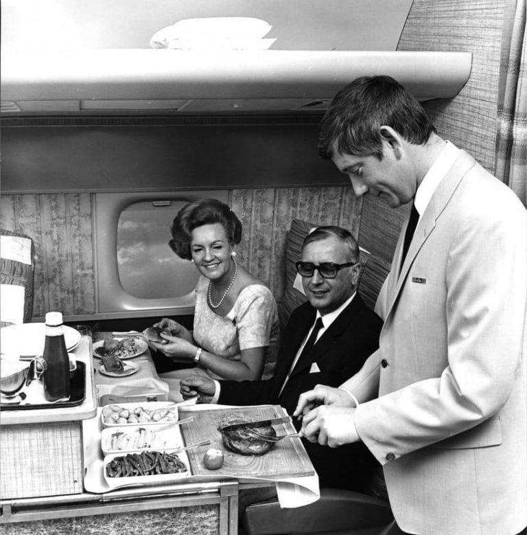 В British Airways были бары, где пассажирам готовили коктейли на заказ
