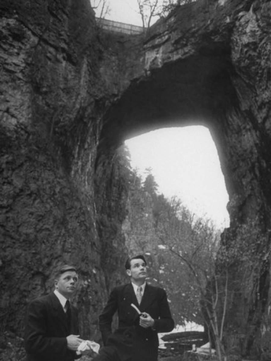 Петр Пирогов и Анатолий Барсов   9 октября 1948 года летчики перелетели на бомб