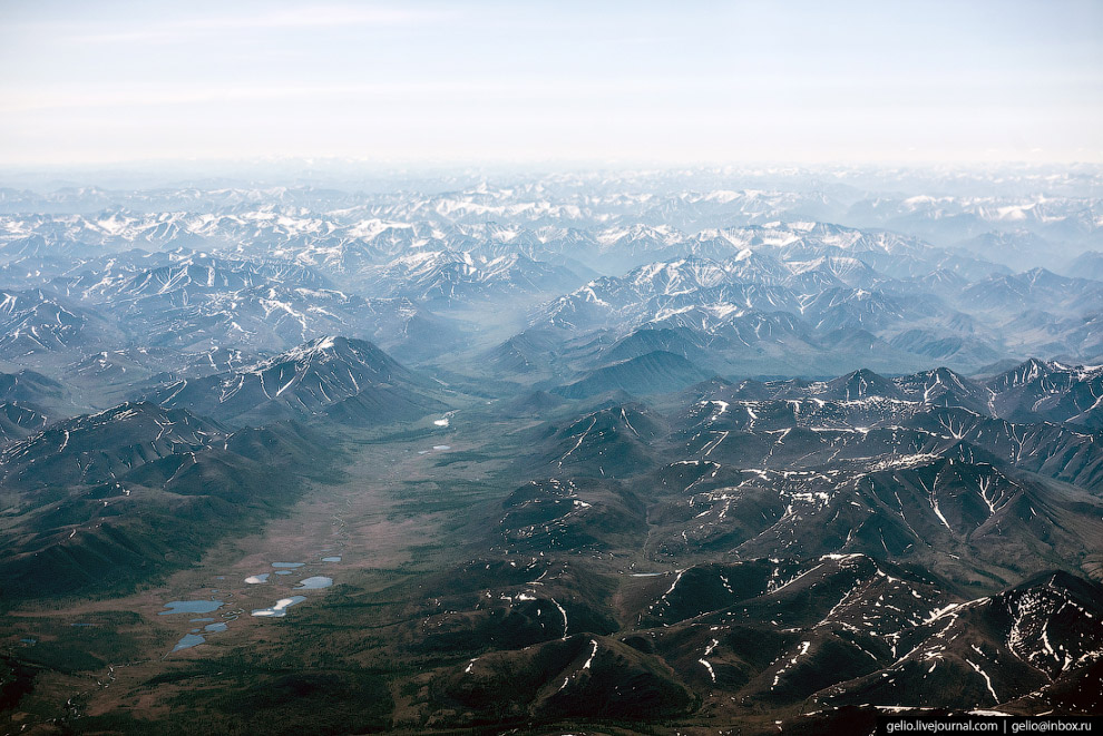 17. Якутские горы густо изрезаны руслами мелких рек и ручьёв.