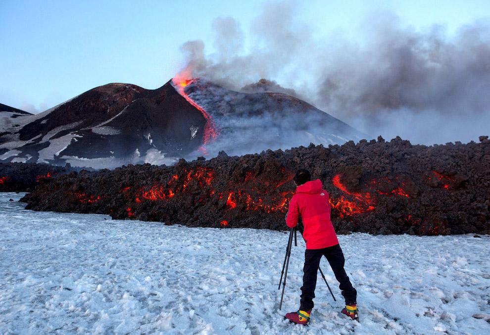 25. Извержение вулкана Этна в феврале 2017.