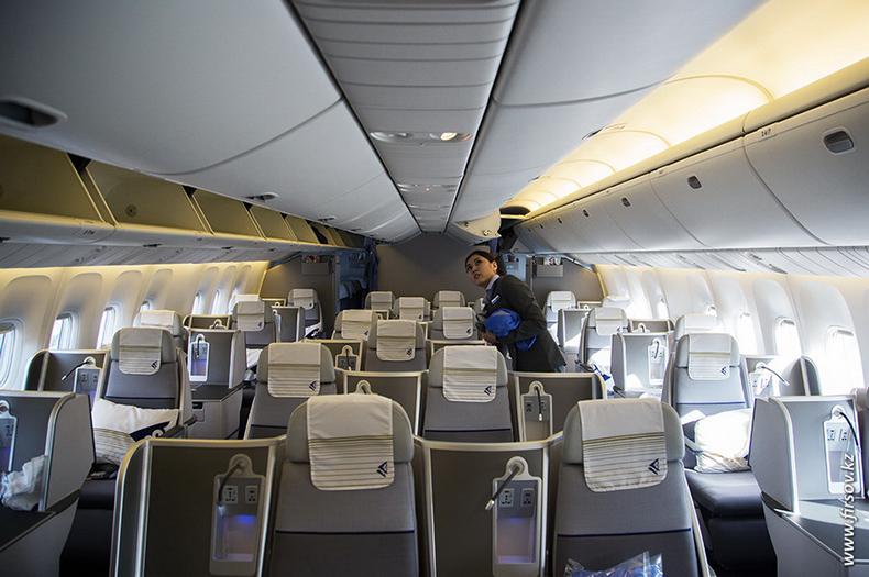 Boeing-767_Air_Astana13-1.JPG