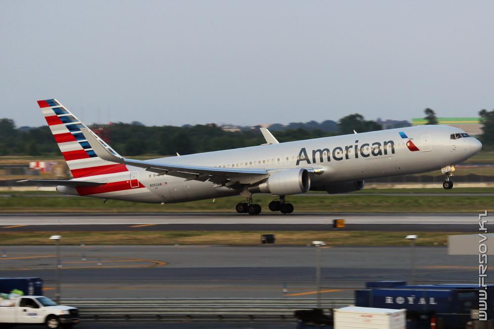 B-767_N392AN_American_Airlines_1_JFK_resize (2).jpg