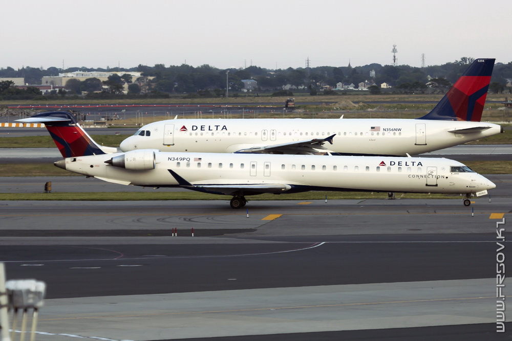 CRJ-900_N349PQ_Delta_Connection_1_JFK_resize (2).jpg