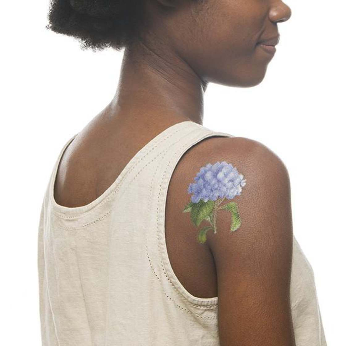Scented ephemeral tattoos to smell good during the summer!