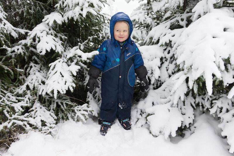 комбинезон lenne и сапоги demar в зимний поход с ребенком