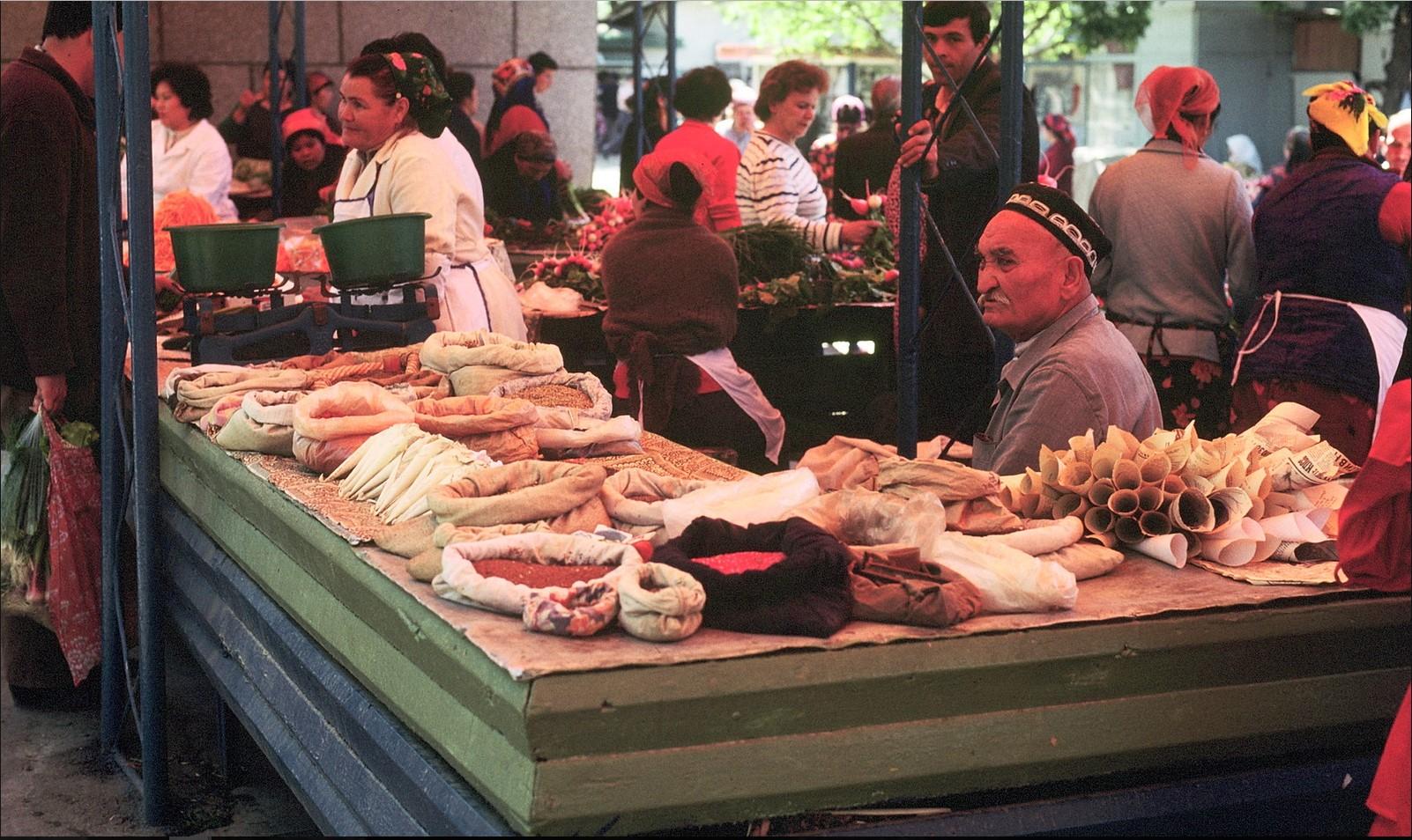 Самарканд. Рынок. Торговец пряностями