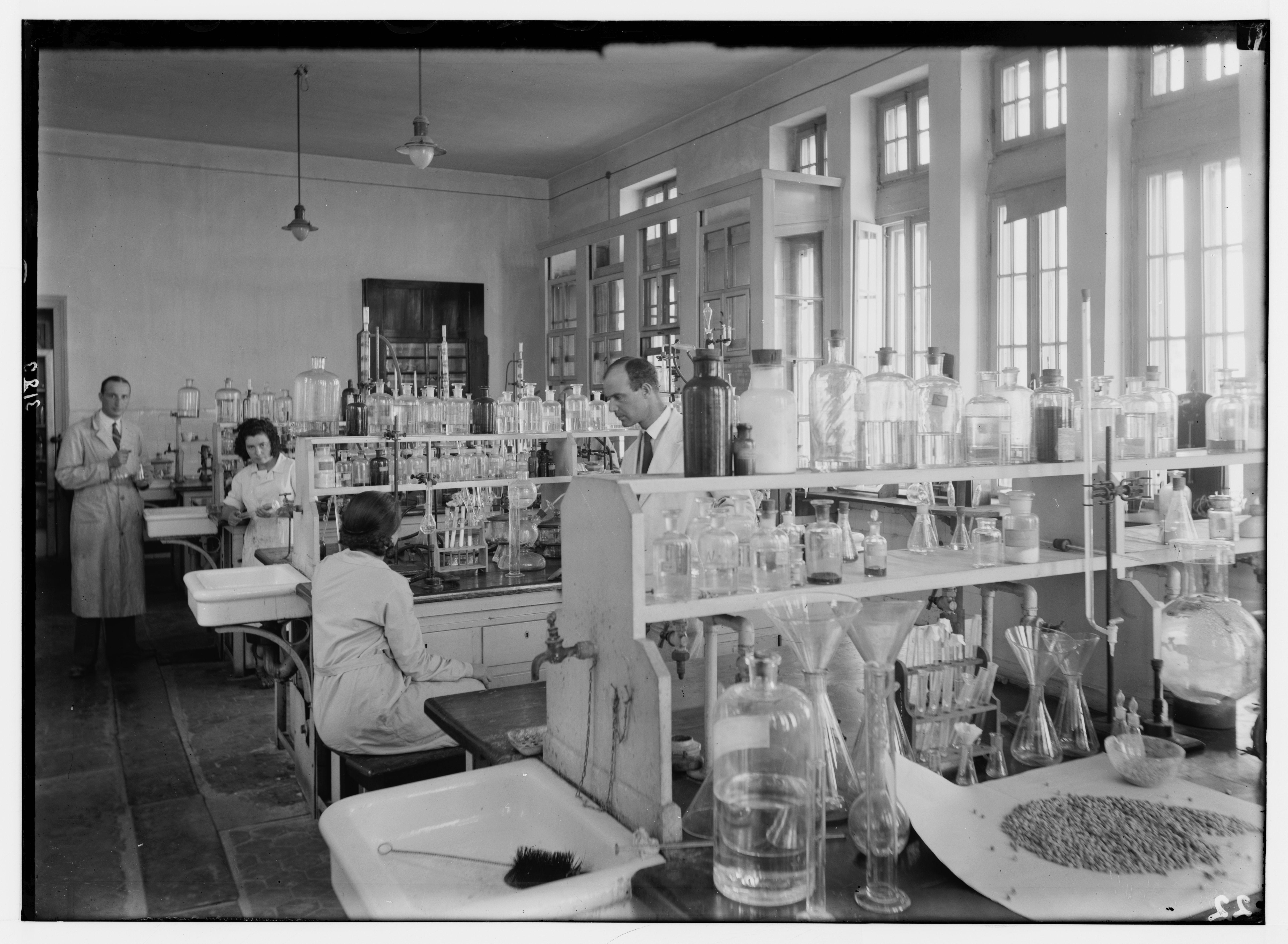 1936. Еврейский университет. Лаборатория химии