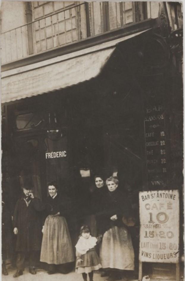 1905-1911. Бар Сен-Антуан, Дом Фредерика Коля, 93, rue Saint-Antoine (4-й округ). Сейчас на этом месте магазин деликатесов