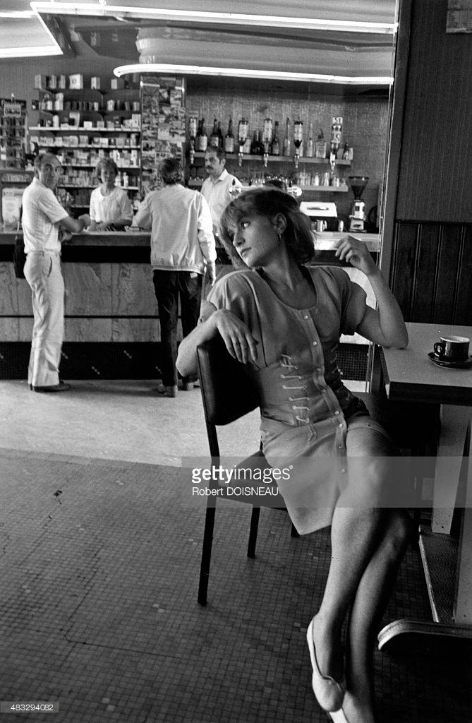 1985. Изабель Юппер в баре