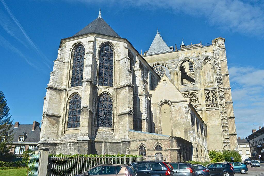 1024px-Abbeville-SaintWulfran-chevet.jpg