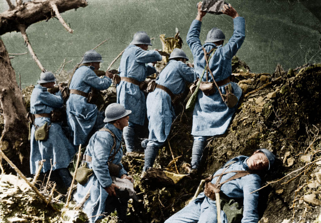 the advantages and the introduction of new weapons during the first world war World war i is often considered the first true 'modern war', a conflict fought between industrialised countries equipped with modern weapons it saw the rise of powerful weapons such as heavy artillery, machine guns and airplanes - and the decline of 19th century weapons like sabres and bayonets.