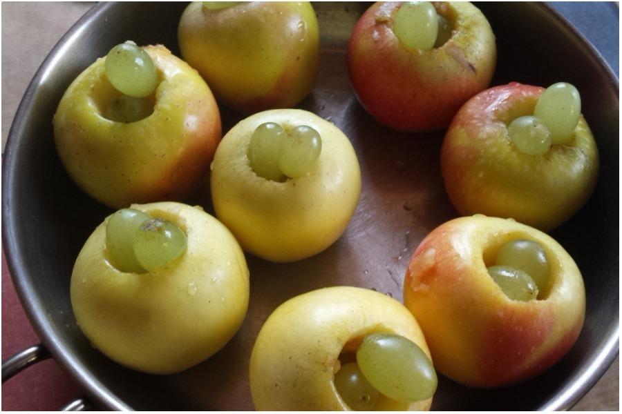 Яблоки запеченные с медом и виноградом