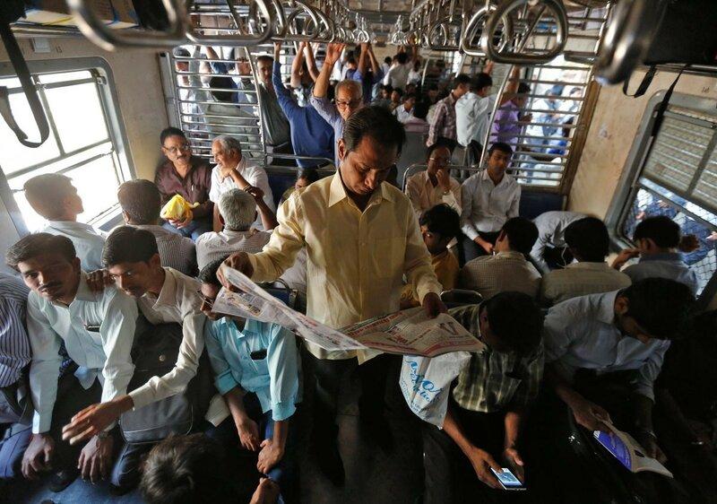 0 17c9c4 7ed3e6d9 XL - Почему в Индии пассажиры поезда ездят снаружи