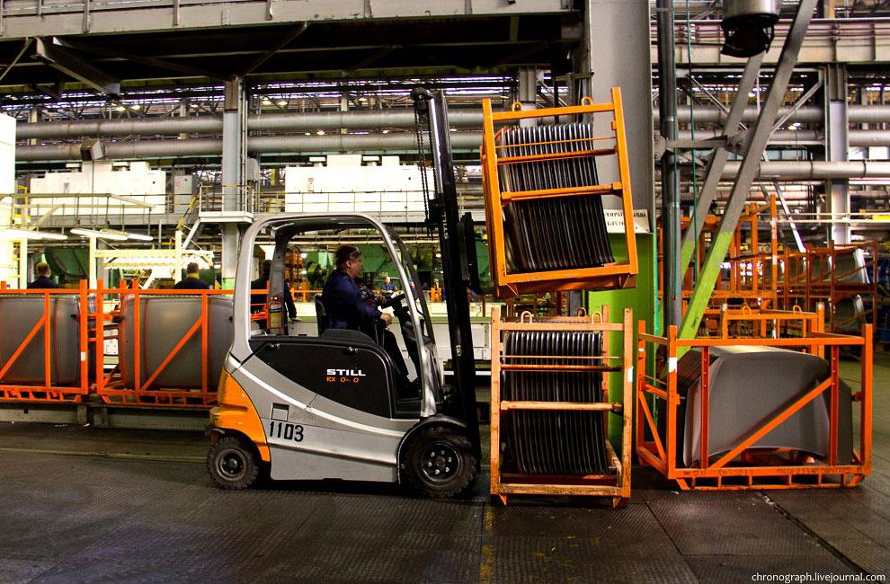 Далее мы переехали на СКП —  сборочно-кузовное производство  (расстояния на заводе бо