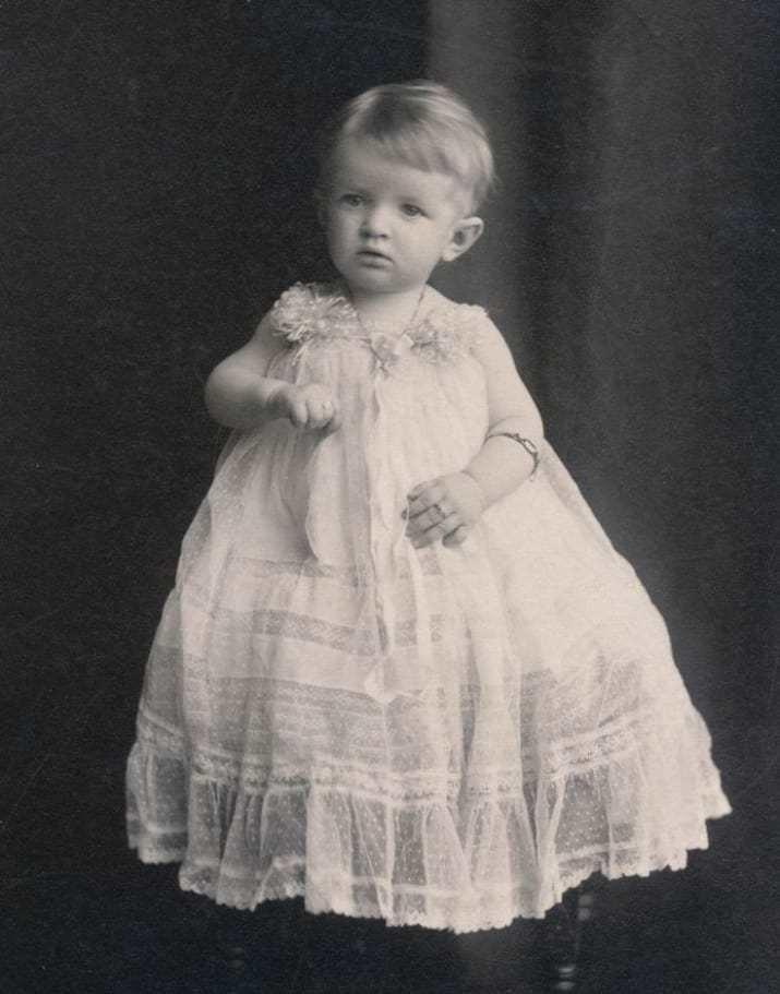 Мальчики в детстве носили платья — до тех пор, пока не наступала пора идти в школу