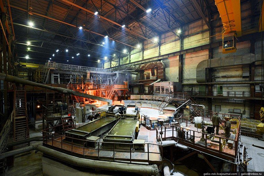 Отбор проб с плавильной печи «МAERZ», емкостью 380 тонн, для определения химического состава и степе