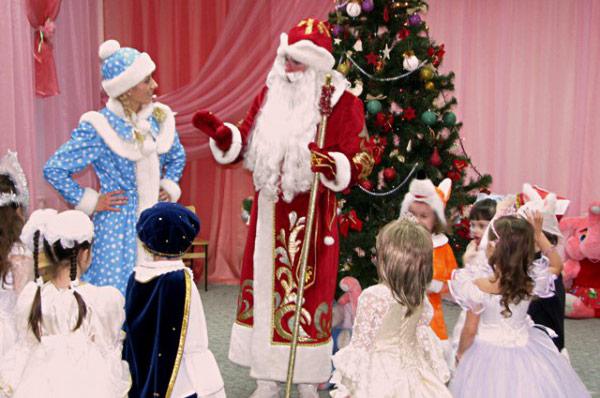 Дед Мороз, которого мы потеряли: в российских детских садах запретили приглашать Дедов Морозов (2 фото)