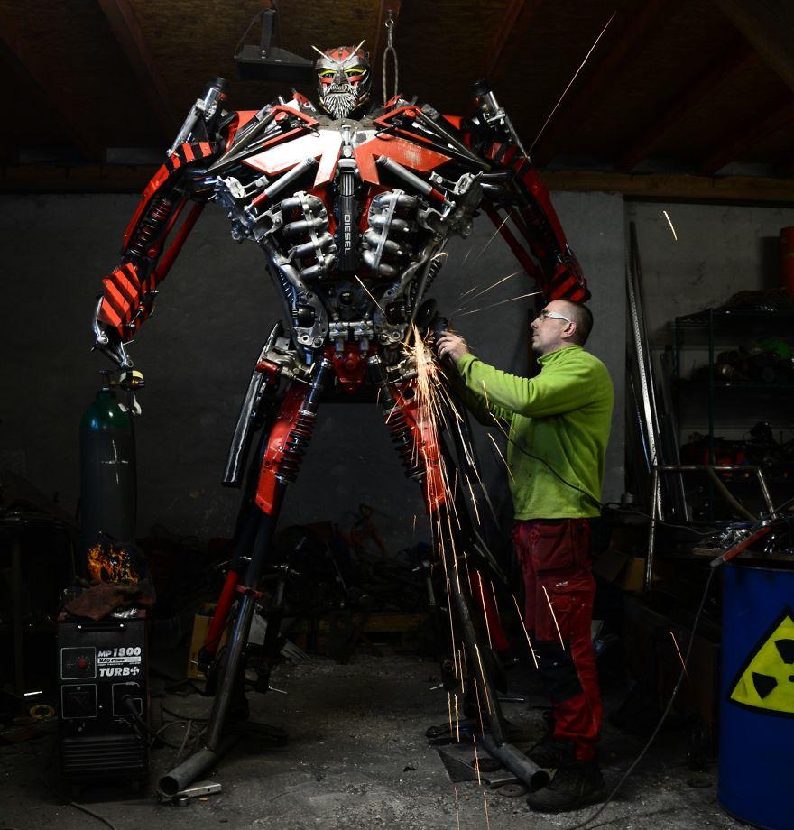 Польский художник Себастьян Кухарский создает удивительных роботов из металла (21 фото)