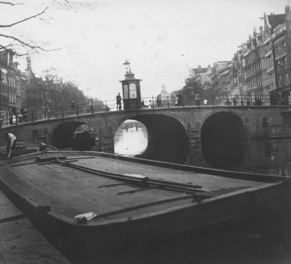 Приблизительно в 1889 году художник открывает для себя искусство фотографии. Начиная экспериментиров